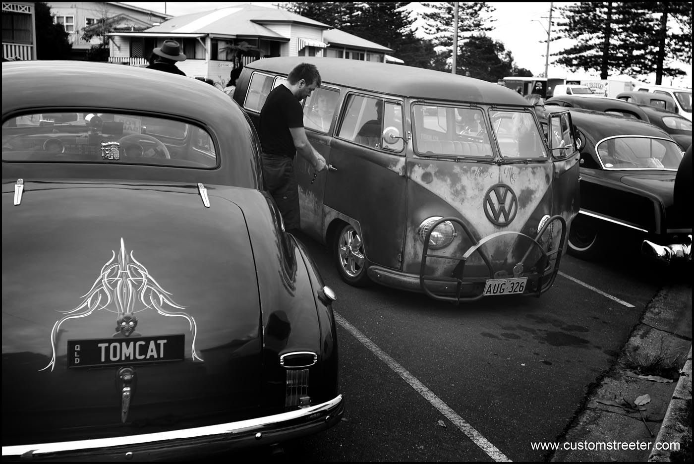 Brunswick Heads NSW, Australia host the Back to Bruns Hot Rod show. Hot Rods, American and Australian vintage Muscle and other Customs - VW, Volkswagen splitscreen 'rat Bus' Safari windows